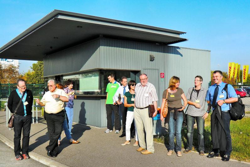 Die Teilnehmer sammeln sich am Servicepoint des Postfrachtzentrums Bruchsal